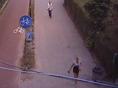 Ostatni raz widziano Iwonę na deptaku w Sopocie. Zarejestrowała ją kamera monitoringu.