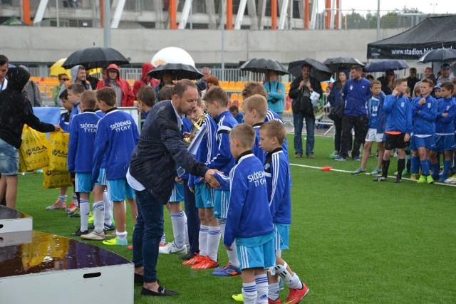 Uścisk dłoni Tomasza Frankowskiego to dla młodych zawodników także duża nagroda za start we Franek Cup