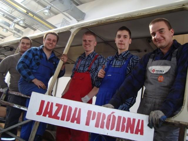 Od lewej: Piotr Kamyszek, Robert Furman, Kamil Korczak, Artur Andrzejczak i Paweł Kamyszek podczas przerwy na pamiątkowe zdjęcie.