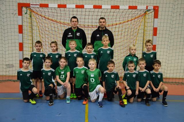Treningi w GKS-ie Piomar Tarnów Opolski-Przywory sprawiają młodym adeptom futbolu mnóstwo frajdy.