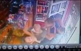 Brutalny napad w sklepie! Kibol z Łodzi wraz z kochanką skatował swoją żonę i wyrwał jej dziecko! Dramatyczne chwile nagrały kamery [FILM]