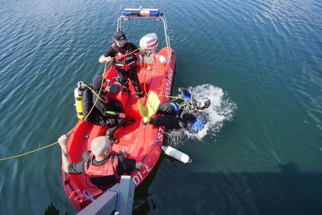 W wypadkach nad wodą zazwyczaj bierze udział strażacka specjalistyczna grupa wodno-nurkowa