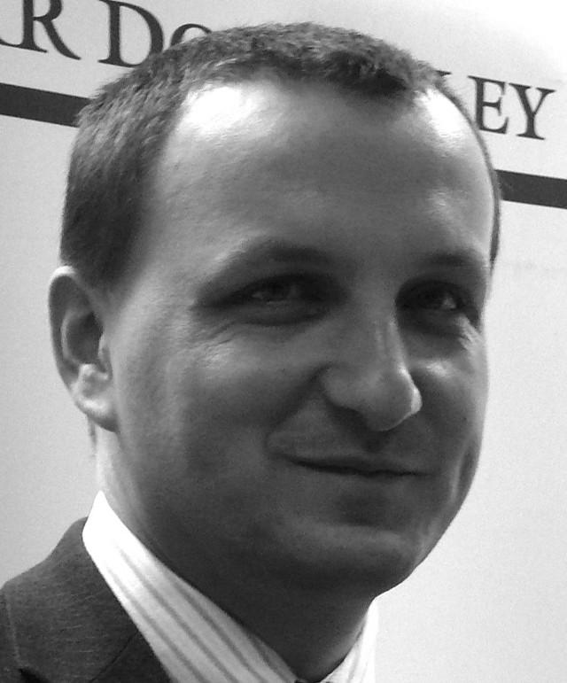 Piotr Chmielewski, dyrektor starachowickiego oddziału firmy RR Donnelley początkowo był dyrektorem drukarni RR Donnelley w Kielcach.