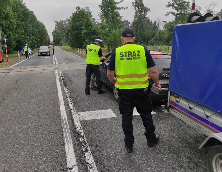 Policjanci z Tucholi nie wystawiali mandatów, tylko...