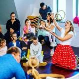 Bajarze mogą nauczyć nas, jak opowiadać rodzinne historie. Sztuka opowiadania wymaga umiejętności... słuchania