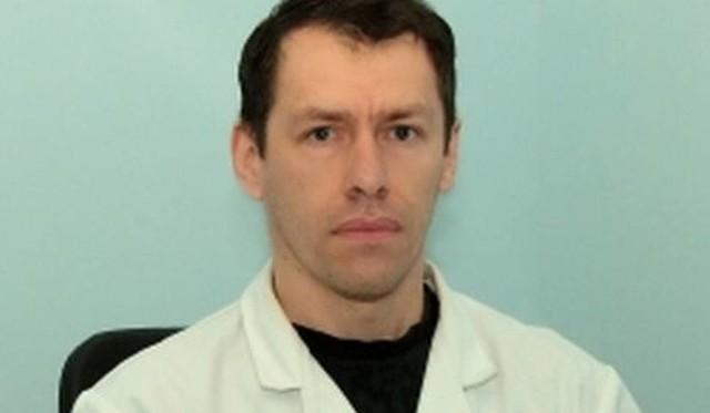 """Hubert Smuga, fizjoterapeuta z Centrum Medycznego """"Zdrowie"""" w Kielcach."""