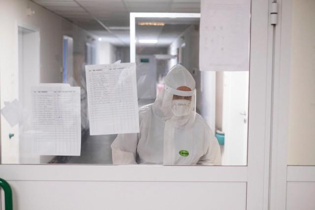 - Dzisiaj mamy dokładnie 8,5 tys. nowych zakażeń koronawirusem, w porównaniu z ubiegłym tygodniem jest to duża różnica, co potwierdza, że trzecia fala pandemii jest już obecna w Polsce - mówił  minister zdrowia.