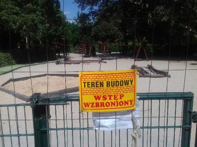 Plac zabaw w Parku Zaczarowanej Dorożki na Czerwonym Prądniku w Krakowie