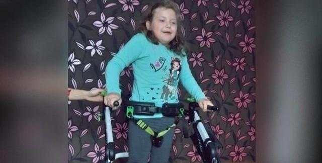 Aktualnie Luiza z Inowrocławia potrzebuje krzesło schodowe, którego koszt wynosi 60 tys. zł, jednak jego zakup przerasta możliwości finansowe rodziców