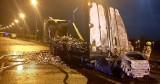 Straszny wypadek na autostradzie A1 pod Świeciem. Samochód wbił się w tył naczepy i stanął w ogniu. Zginęła jedna osoba