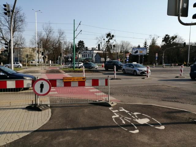 Wjazd na Grunwaldzką od strony Grochowskiej jest już utrudniony, można skręcać wyłącznie w prawo, bez możliwości jazdy prosto.