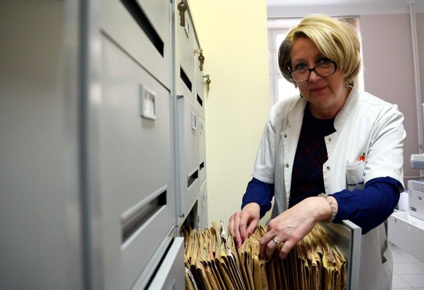 Pani Ewa Luty codziennie zapisuje setki osób do lekarzy