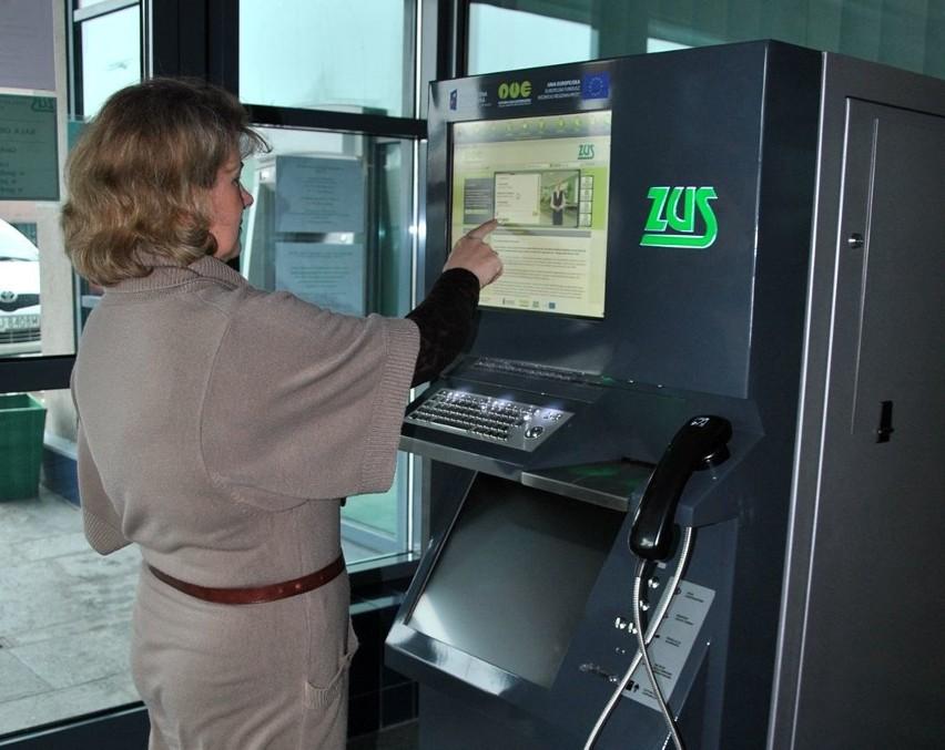Urzędomaty stanęły w lubelskim ZUS. Ułatwią życie klientomUrzędomat działa już w oddziale ZUS w Lublinie. Znajduje się w przedsionku sali obsługi klientów przy ulicy Zana 38A