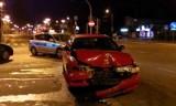 Wypadek na Przybyszewskiego. Kierowca i pasażerowie uciekli