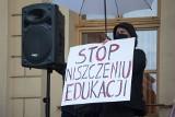 """""""Alarm dla edukacji, alarm dla nauki!""""  - w Dzień Nauczyciela nie świętowali, a protestowali. Zobacz zdjęcia"""