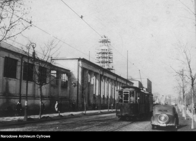 W 1948 roku fotograf Socjalistycznej Agencji Prasowej sfotografował charakterystyczne miejsca w centrum Poznania. Sprawdź, jak wyglądała stolica Wielkopolski trzy lata po zakończeniu II wojny światowej.Odbudowa zniszczonych Międzynarodowych Targów Poznańskich.Przejdź dalej i zobacz kolejne zdjęcia --->