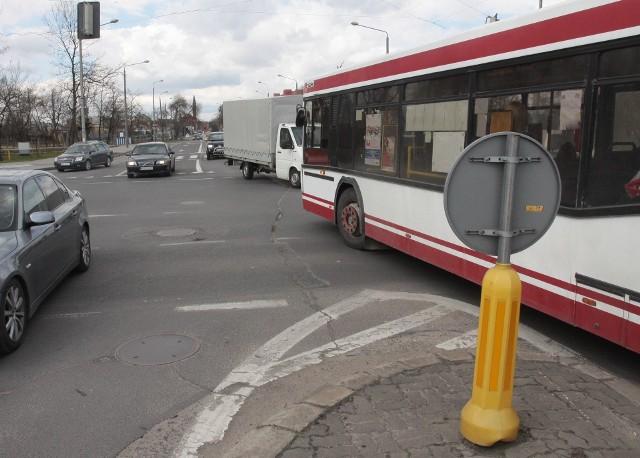 """Skrzyżowanie ulic Wernera, Szarych Szeregów i Mireckiego jest nazywane """"skrzyżowaniem blacharzy"""", a to dlatego, że bardzo często dochodzi tam do stłuczek i wypadków."""