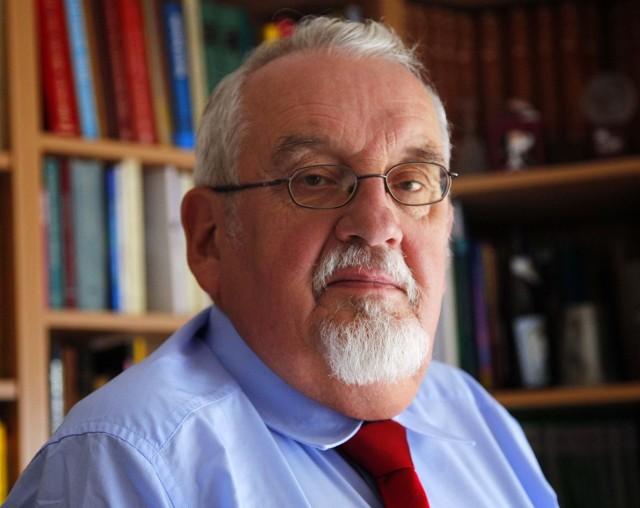 Profesor Tadeusz Zgółka, językoznawca z Uniwersytetu im. Adama Mickiewicza w Poznaniu, członek Prezydium Rady Języka Polskiego