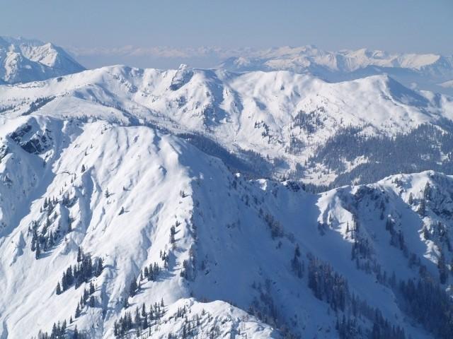 Nanga Parbat leży w zachodniej części Himalajów. To ośmiotysięcznik, dziewiąty co do wysokości szczyt świata (8126 m n.p.m.).