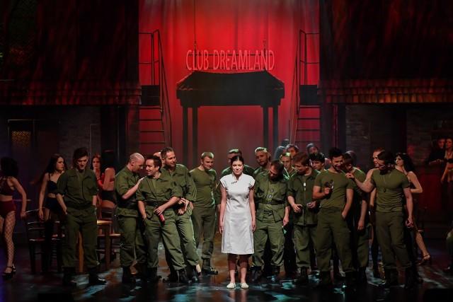 """Zaprezentowanie przy obostrzeniach tak wystawnego widowiska, jak """"Miss Saigon"""" w Teatrze Muzycznym, to istotne straty"""