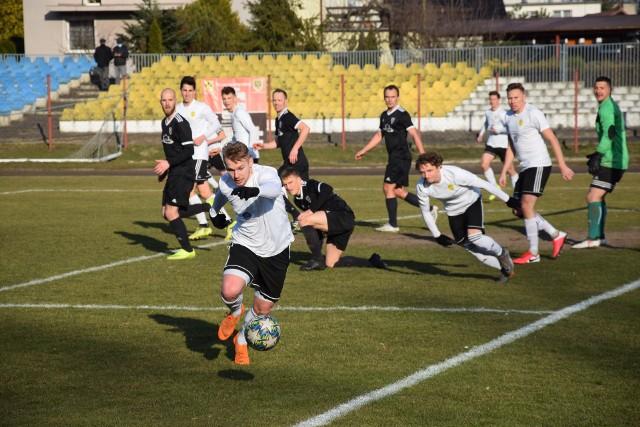 Za nami już wszystkie spotkania 22. kolejki BS Leśnica 4 ligi. Na razie prezentujemy wyniki, raporty, ciekawostki i komentarze z większości spotkań. Do tego obszerne galerie z dwóch meczów. Zapraszamy!