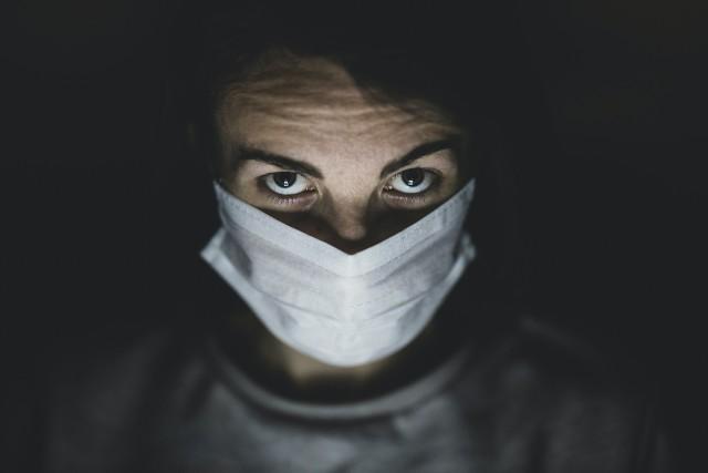 Widoczny jest spadek zakażeń koroawirusem.