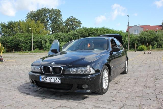 BMW E39, 2001 r., 3,0 D, ABS, centralny zamek, elektryczne szyby i lusterka, wspomaganie kierownicy, immobiliser, klimatyzacja, komputer pokładowy, 21 tys. zł