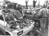 Zobacz, jak się kiedyś handlowało w Opolu. Zdjęcia z nieistniejącej już giełdy samochodowej, kultowych sklepów oraz straganów