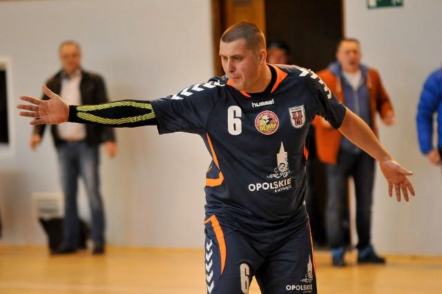 Piłkarze ręczni Olimpu sprawdzą się w boju na dwa tygodnie przed startem rozgrywek 2 ligi. Na zdjęciu skrzydłowy Paweł Chmiel.