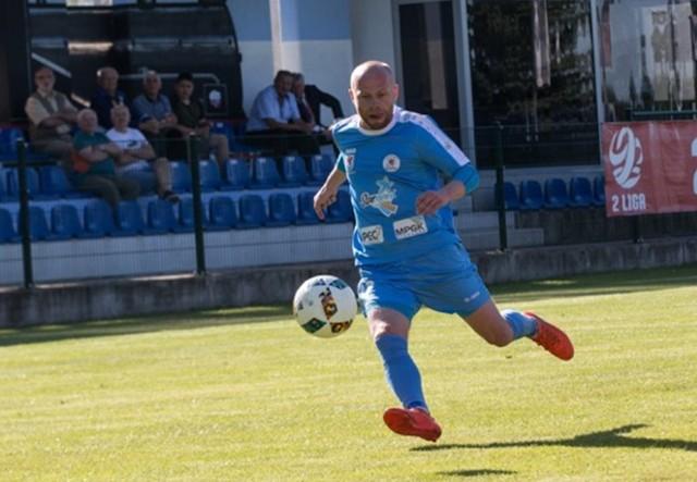 Maciej Więcek i jego koledzy ze stargardzkiego zespołu mogą już być spokojni o utrzymanie na drugoligowych boiskach.