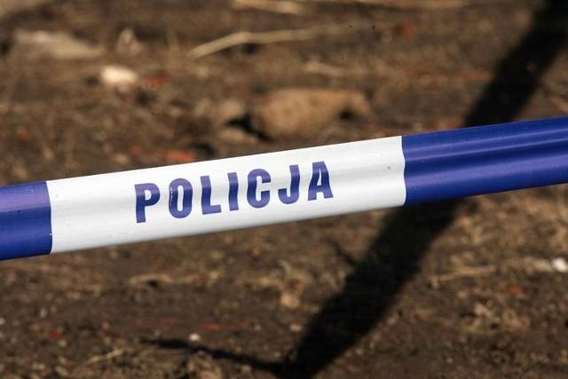 """W Bojadłach są policjanci. Mundurowi potwierdzają, że doszło tu do """"zdarzenia o charakterze kryminalnym""""."""