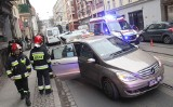 Wypadek na Poniatowskiego. Holowany fiat wjechał w taksówkę [ZDJĘCIA]