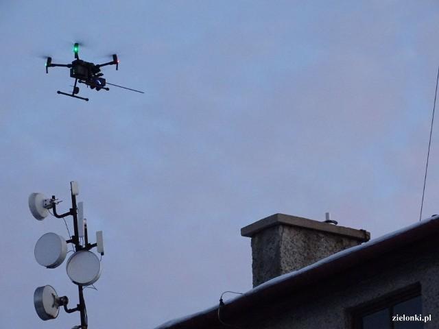 Kontrole z użyciem dronów w gminie Zielonki. Urzędnicy podkreślają, że w ten sposób skuteczniej wykrywane są domów, w których jest podejrzenie spalania odpadów.