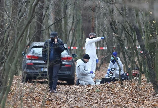Po brutalnym morderstwie 57-latki na Zdrowiu blady strach padł na kobiety z Teofilowa, bo ataki seksualne na kobiety zdarzały się tam już wcześniej. Boją się też spacerowicze z parku na Zdrowiu. Było kilka telefonów z informacjami od potencjalnych świadków.CZYTAJ DALEJ>>>