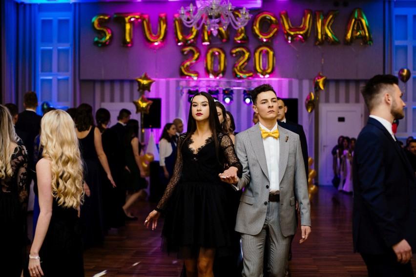 Studniówki 2020. Uczniowie liceum ogólnokształcącego Społecznego Towarzystwa Oświatowego w Kluczborku bawili się na balu w Restauracji pod Lipą w Gorzowie Śląskim.