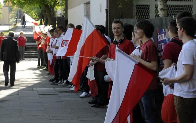 Czy 2 maja sprawił, że w społeczeństwie wzrosło zainteresowanie flagą i innymi symbolami narodowymi? Dziś możemy się o tym przekonać