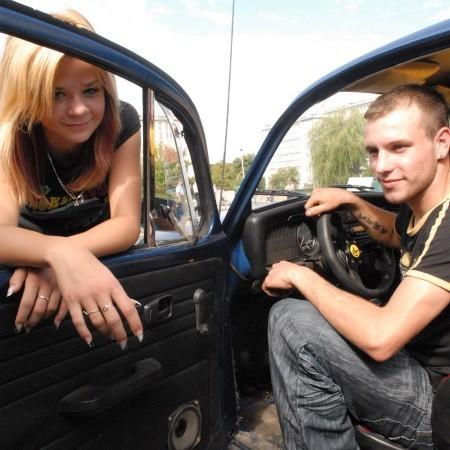 Artur Piaskowski i jego dziewczyna Ania Strawa przyznają zgodnie, że garbusy vv to najpiękniejsze auta na świecie.
