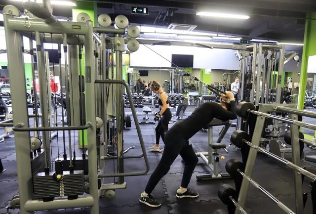 Według najnowszych badań ćwiczenie na siłowniach jest w pełni bezpieczne dla naszego zdrowia.