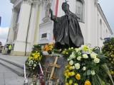 Wielkanoc 2021 w papieskiej bazylice w Wadowicach w czasie pandemii koronawirusa. Wierni przestrzegają obostrzeń [ZDJĘCIA] AKTUALIZACJA