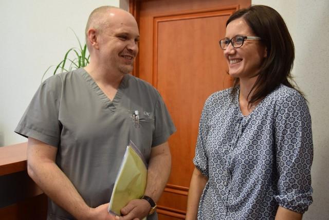 Nowa szefowa kluczborskiego szpitala Sylwa Jarczewska i dyrektor ds. medycznych Paweł Mieszczański.