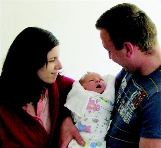 Patryk to pierwsze dziecko Pauliny i Mariusza Mrozów z Janek. Chlopiecurodzil sie 22 maja, wazyl 4120 g i mierzyl 59 cm.