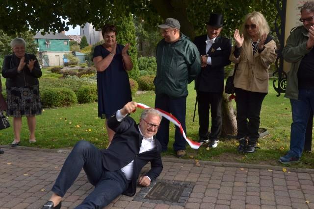 Dariusz Jabłoński odsłonił swoją tabliczkę na bulwarze Poli Negri w Lipnie
