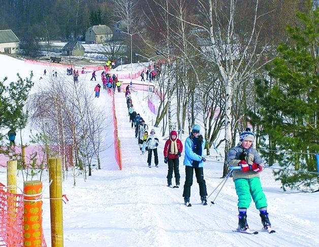 W sezonie zimowym ze stacji korzysta kilka tysięcy osób. Położona 10 km od Łomży przyciąga amatorów zimowego szaleństwa z różnych zakątków kraju, m.in. z Warszawy i Białegostoku.