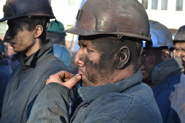 Górnicy z KWK Makoszowy przeżywają dramat. DO kopalni właśnie trafiły listy zapotrzebowania na zatrudnienie pracowników we wskazanych oddziałach lub komórkach organizacyjnych PGG. Nie ma miejsca dla co najmniej 235 górników.