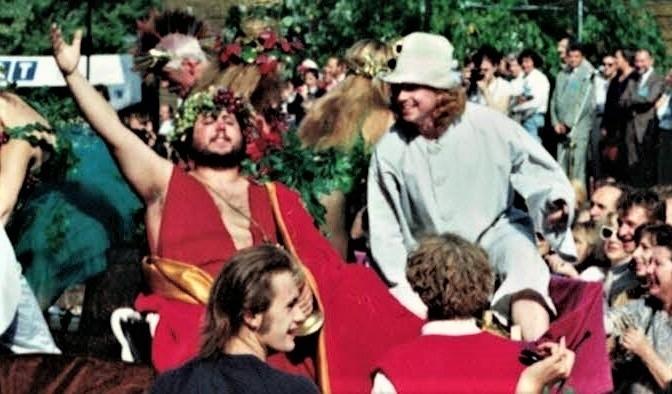 Podczas Winobrania 1993 w zielonogórskiego Bachusa wcielił się Dariusz Gnatowski