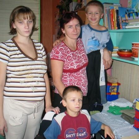 Rodzina Przychodzkich przebiła się do lokalu, który od 1,5 roku stał pusty.