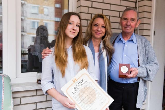 Potomkowie Natalii Tomczak: jej syn Bogumił, jego córka Anna Tomczak-Iosardi  oraz córka Anny - Karolina są bardzo dumni z  babci. Choć w historię do dziś im trudno uwierzyć.