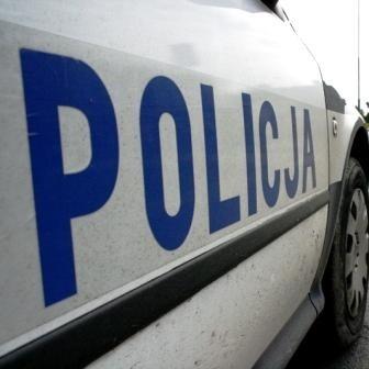 Policja sprawdza trzeźwość kierowcy.