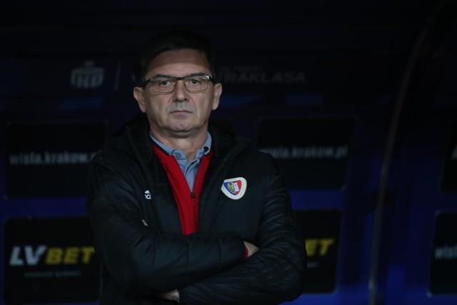 Trener Waldemar Fornalik w czasie meczu z Wisłą w Krakowie.