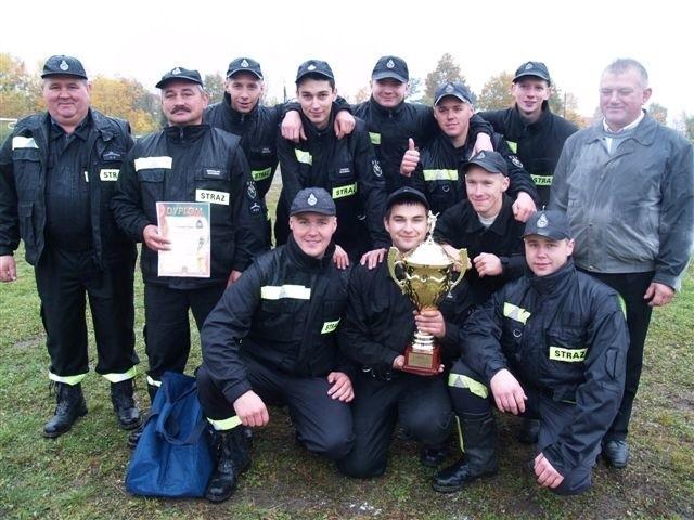 Zwycięska drużyna OSP w Lucynowie Dużym